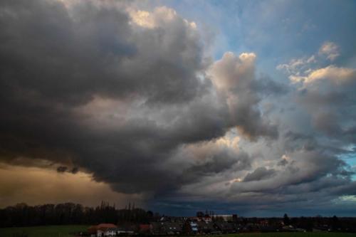 Bunter Unwetter-Himmel, 03.02.2021, 18.05