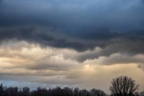 Fransige Wolkenränder in delikaten Tönen, 03.02.2021, 18.06