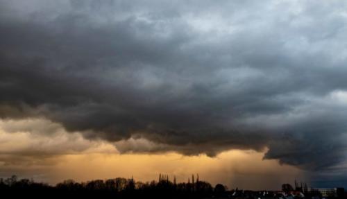 Leuchtend-gelber Regen, 03.02.2021, 18.09