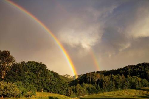 Regenbogen und Gewitterwolken 27.06.2021
