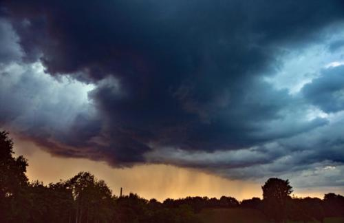 Abendregen aus dunkler Wolke 02.07.2020