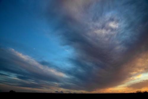 Gewaltiger Abendaufzug mit sehr kleinem Mond 20.12.2020, 17.15