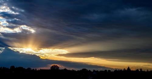 Lange Strahlen unter der Wolkendecke 12.05.2021