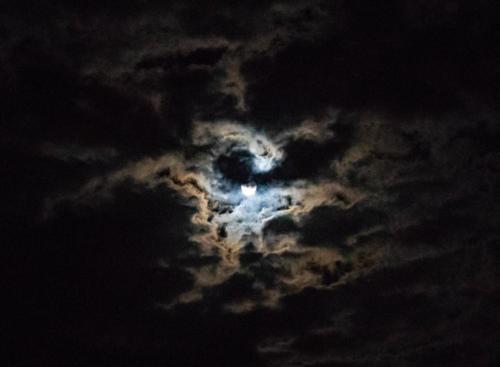 Mond im Wolkenlochstern 01.09.2020