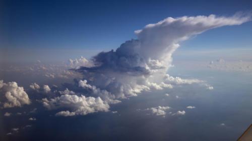 Verwehender Gewitteramboss über dem Meer 23.10.2020
